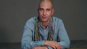 Ο Γιάννης Μόσχος και η θεατρική του «Πόλη»