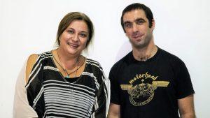 Ο Άρης Μπινιάρης και η Ελισάβετ Κωνσταντινίδου φωνάζουν «Ξύπνα Βασίλη»