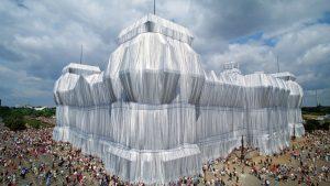 10 από τις εντυπωσιακότερες εγκαταστάσεις του Christo