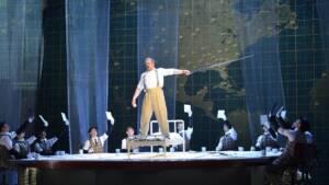 Ο Τέλειος Αμερικανός, του Φίλιπ Γκλας στο Christmas Theater Online